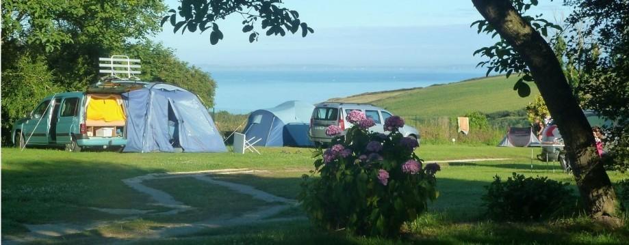 Locations et Camping en baie de Douarnenez - emplacement en tente vue sur mer